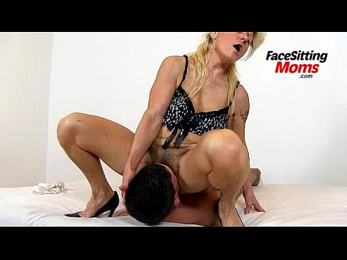 Eating old pussy