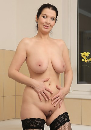 carrie king of queen naked pic